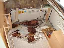 Camping Car Réparations et Services 33-entrée eau plancher-controle étanchéité